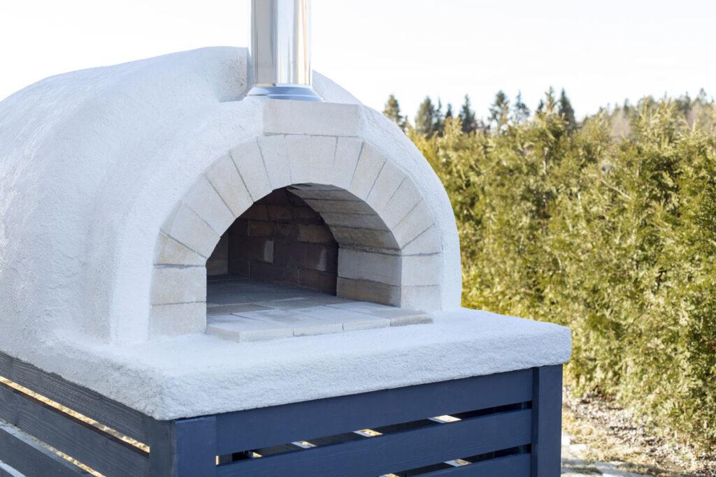 Kivist pizzaahi - valmista ehe itaaliapärane pizza koduaias, terrassil või naabrite aiapeol!