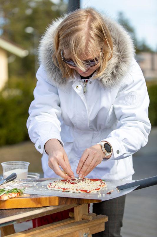 Pitsa valmistamisega saab hakkama igaüks - pere suuremad ja väiksemad liikmed vastavalt oma maitsele