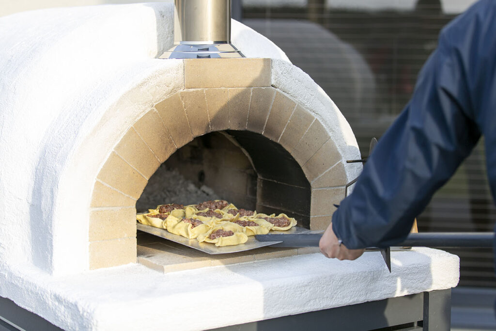 pitsaahjus saab küpsetada ka muud kui pizzat - saiakesi, leiba, ahjuroogasid jne